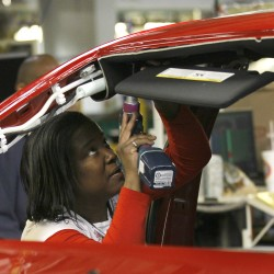 US unemployment applications hover near low levels