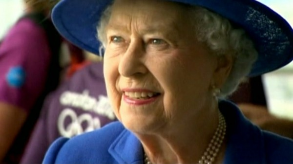 Queen receives high scores for her performance.