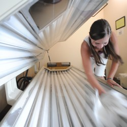 Protect health, override LePage veto on tanning bed ban