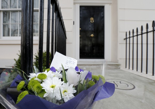 A note and floral tribute is seen after it was placed outside the home of former British prime minister Margaret Thatcher after her death was announced in London April 8, 2013. Margaret Thatcher, the &quotIron Lady&quot who dominated British politics for two decades, died on Monday following a stroke, a spokesman for her family said. She was 87.