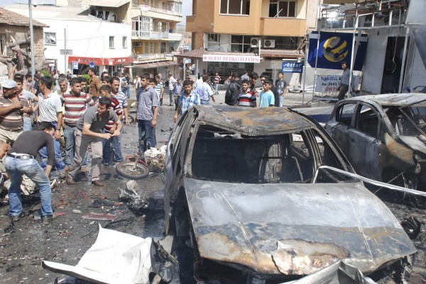 People gather at the site of an explosion in the town of Reyhanli near the Turkish-Syrian border May 11, 2013. Turkish Prime Minister Tayyip Erdogan said around 20 people were killed in explosions in the southern town of Reyhanli near the border with Syria on Saturday and that the death toll may rise, with many seriously wounded.