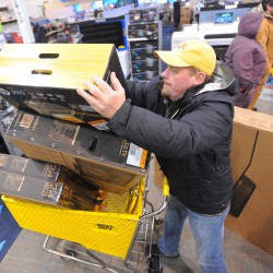 Black Friday shoppers brave cold, crowds for sales at Maine Mall