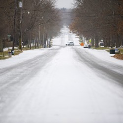 Midwest buckles as blizzard turns toward New England