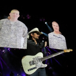 Country singer Brad Paisley pauses Father's Day concert on Bangor Waterfront to sign 'Flat Daddies' for soldiers