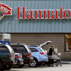 Hannaford Supermarkets has reached an agreement with Paradis Shop 'n Save to purchase supermarkets the company operates in Houlton, Caribou and Calais.