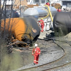 After accidents, US railroads battle for safer tank cars